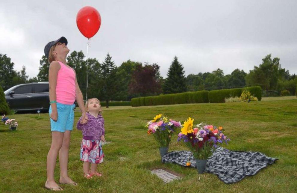 PHOTO: Haydens Helping Hands pays the hospital bills for stillborn babies.