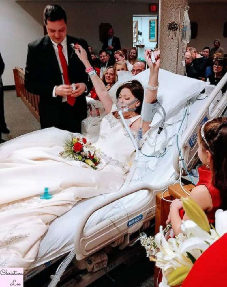 Matrimonio Bed Olympic : Bride battling breast cancer dies hours after