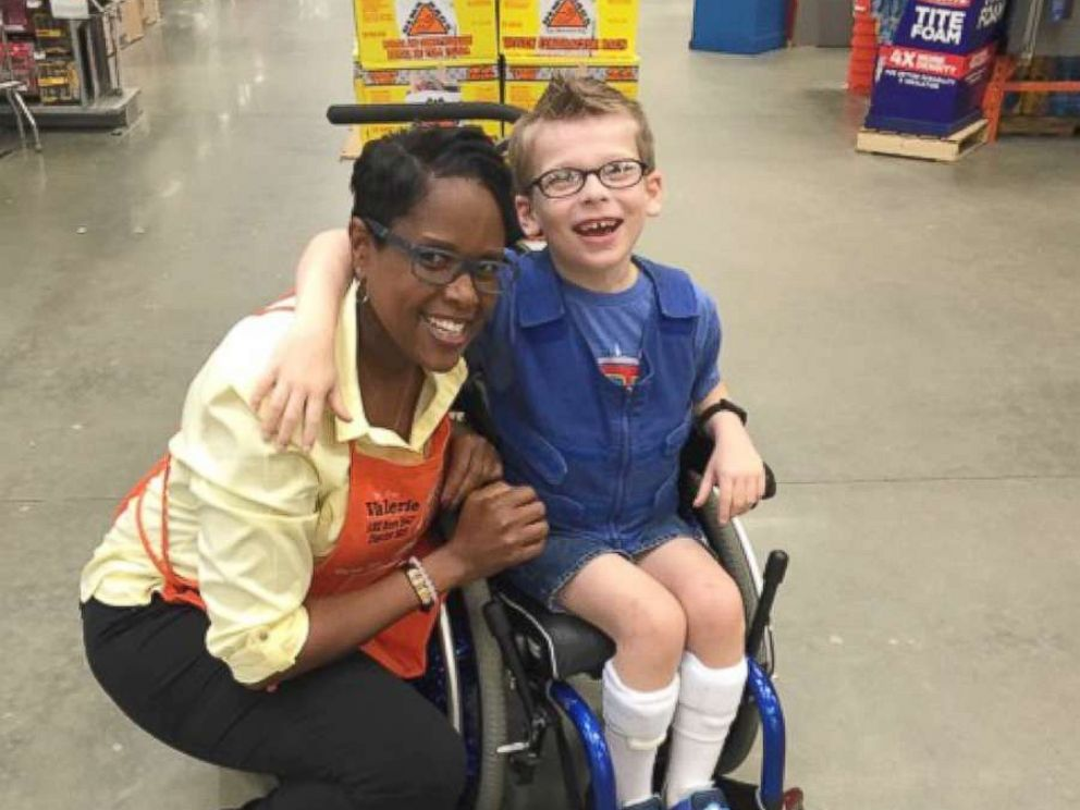 Woman thanks Home Depot employee who bought Halloween costume ...