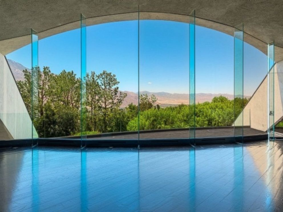 PHOTO: Bob Hopes former Palm Springs home, which recently sold for $13 million, was known as his UFO house