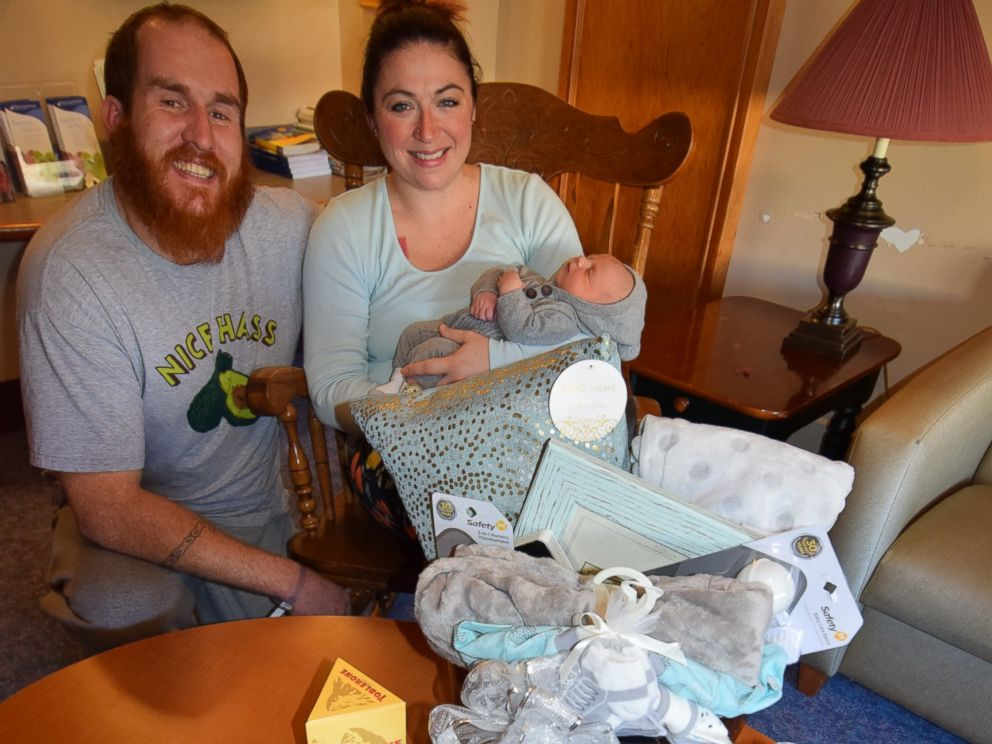 PHOTO: Amanda Connell and her husband Tommy Connell are pictured together here with their son, Angus Connell, who was born at Mason General Hospital in Shelton, Washington, Jan. 1, 2017.