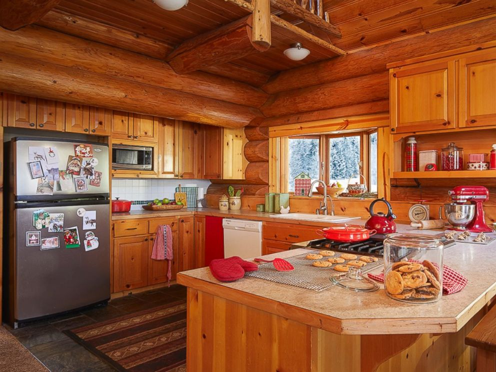 PHOTO: Santas house has been listed on Zillow for $656,957.