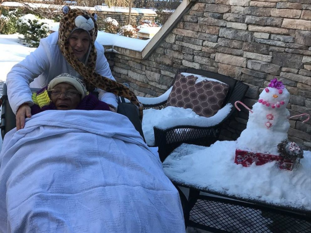 PHOTO: Staff members at Testa Family Hospice House in North Carolina made Ionia Moores day by building her a snowman.