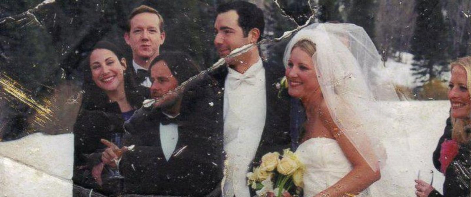 PHOTO: Woman posts 9/11 wedding photo found at Ground Zero on Twitter each year hoping to find its owner.