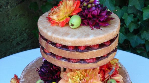 PHOTO: Bakeries around the country are catering to the naked cakes trend.