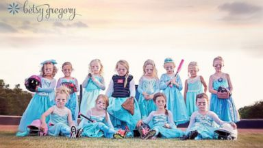 PHOTO: An all-girl t-ball team in Oklahoma drew inspiration from Frozen for their team photos.