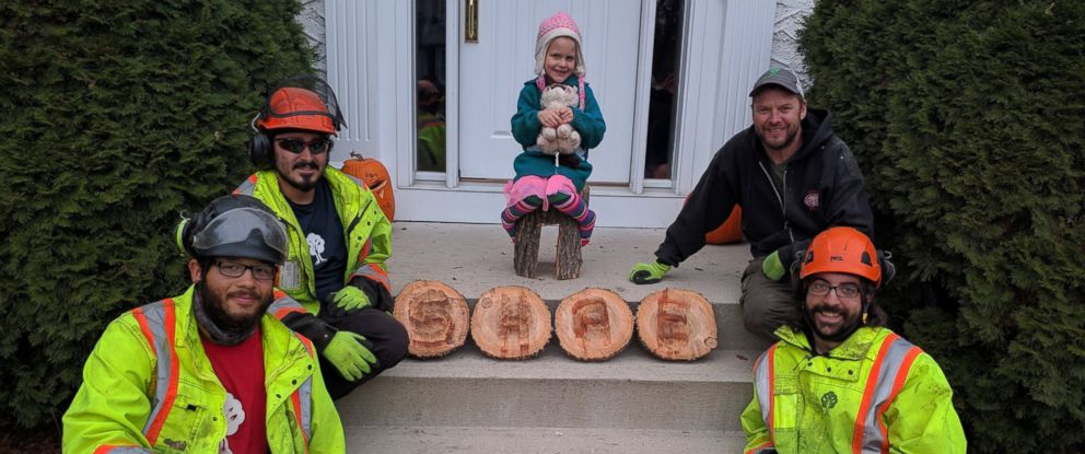 PHOTO: Girl Gets Parting Gift When Beloved Tree Is Removed From Her Yard