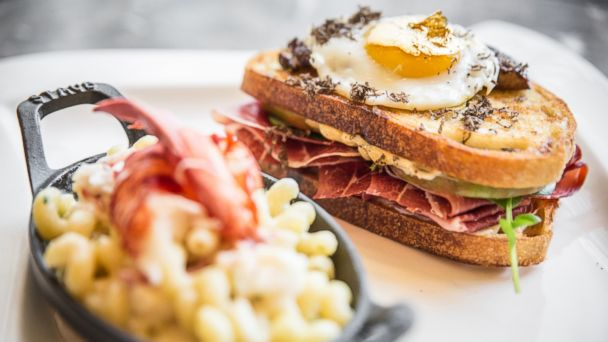 ht grilled cheese sr 140411 16x9 608 Chicago Restaurant Feeding $100 Grilled Cheese to Gimmick Hungry Guests