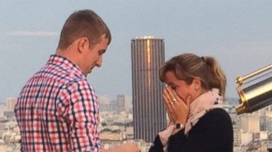 PHOTO: Jenifer Bohn is searching for a couple whos engagement at the Eiffel Tower she photographed.