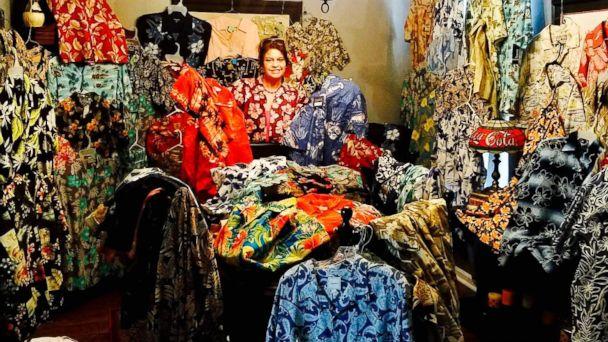 PHOTO: Mom collecting hundreds of Hawaiian shirts for her son, fellow soldiers overseas