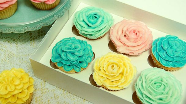 PHOTO: What mom wouldnt smile at floral cupcakes from Magnolia Bakery?