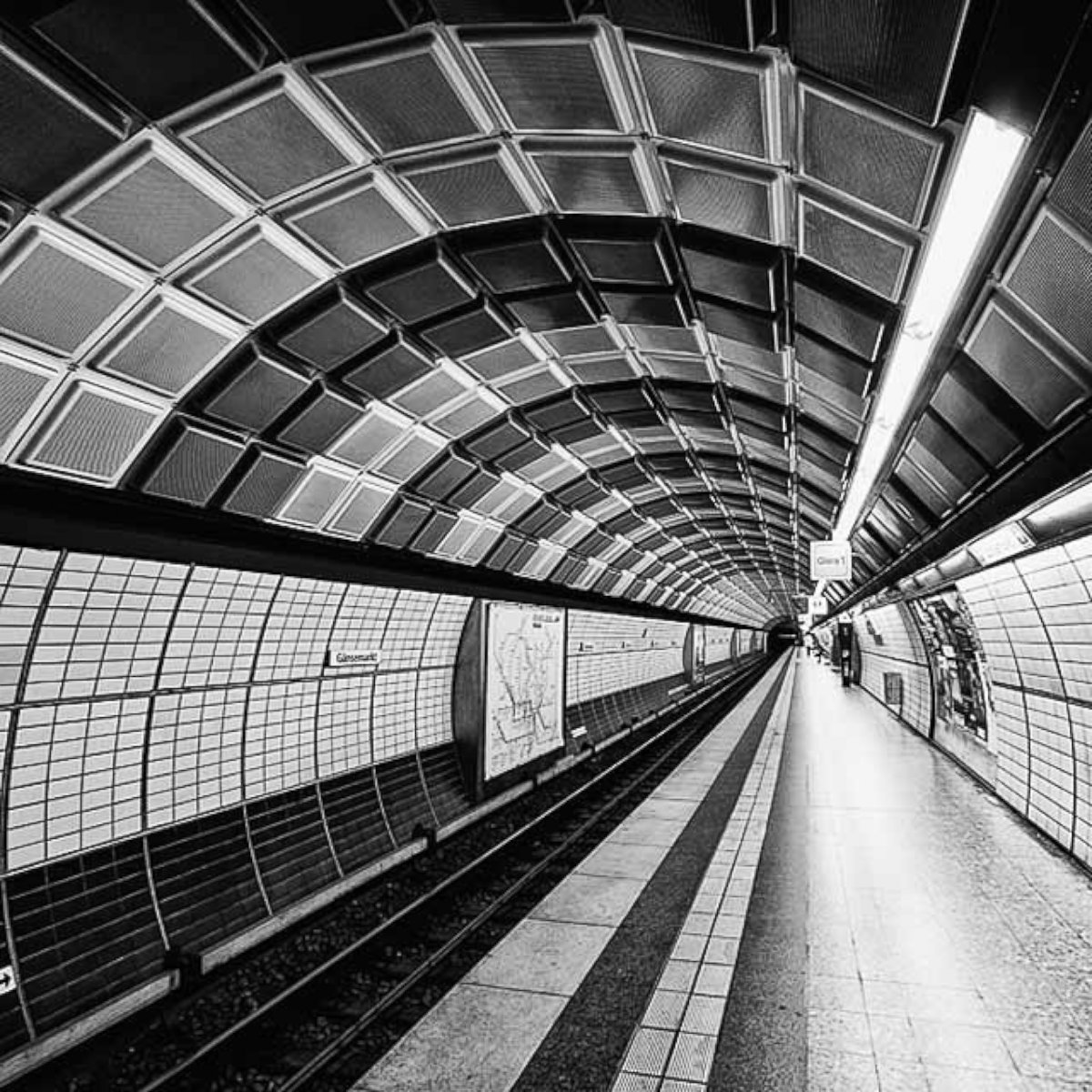 ht moritz braun hamburg metro ll 131016 vblog Behind the Lines: Symmetry and Repetition, in Photos