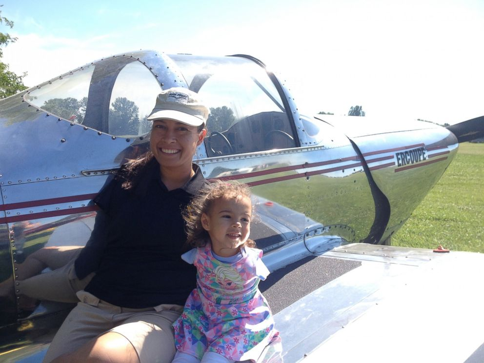 PHOTO: Jessica Cox is the worlds first licensed armless pilot.