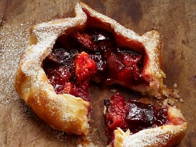 PHOTO: Summer fruit crostata