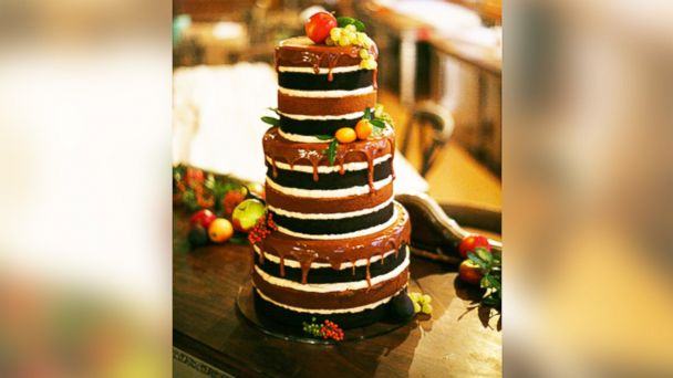 "PHOTO: Bakeries around the country are catering to the ""naked"" cakes trend."