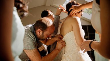 PHOTO: A Syrian refugee in Canada used his skills as a master tailor to fix a brides broken zipper on her wedding day.