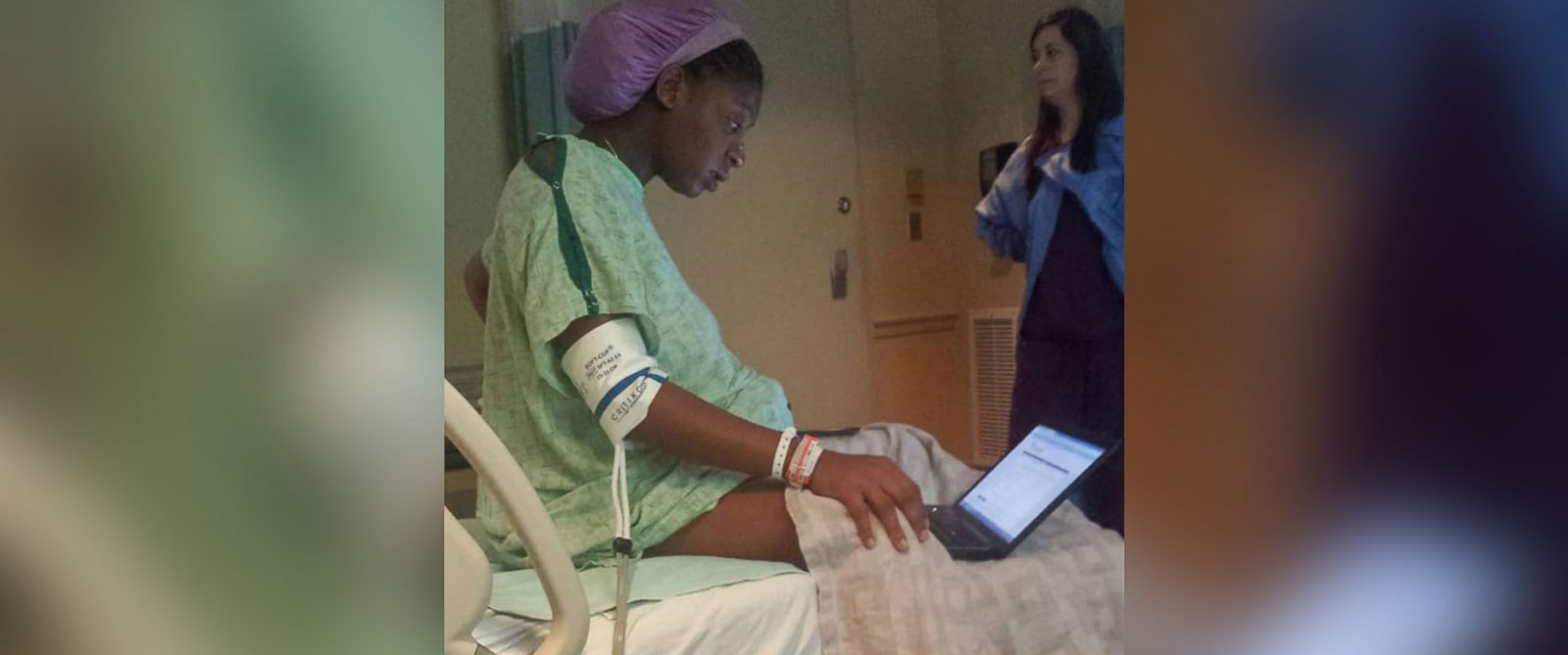 PHOTO: Tommitrise Collins takes her psychology exam while in labor last week at Coliseum Medical Center in Macon, Ga.