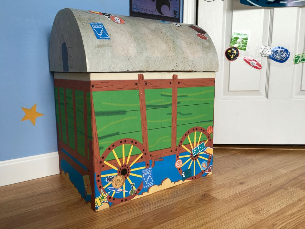PHOTO  Morgan and Mason McGrew created a real life replica of Andys room  from. Disney Fans Create Life Size Replica of Andy s Room From  Toy