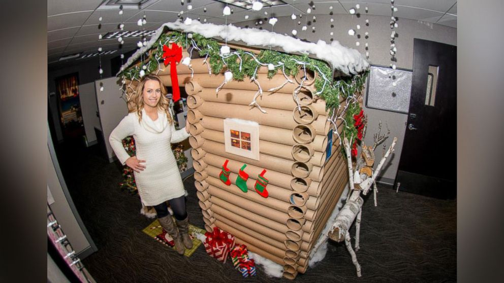 Minneapolis Woman Transforms Her Cubicle Into A Christmas