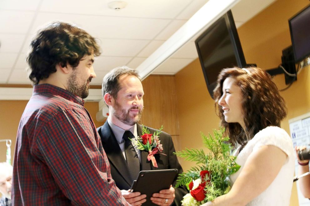PHOTO: Nathan and Whitney Romans held a last-minute wedding at St. Lukes Magic Valley Medical Center in Twin Falls, Idaho.