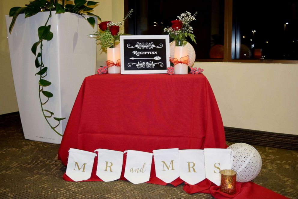 PHOTO: Employees at St. Lukes Magic Valley Medical Center in Twin Falls, Idaho, supplied decorations for Nathan and Whitney Romans wedding.