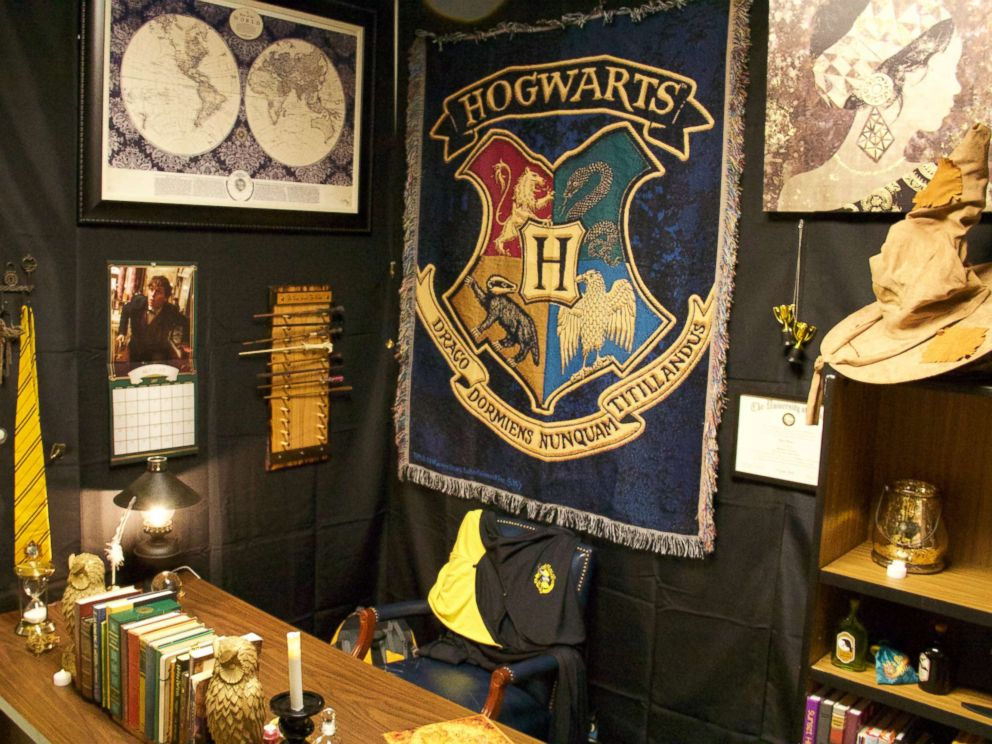 PHOTO: Kyle Hubler, a teacher at Evergreen Middle School in Hillsboro, Oregon, transformed his classroom into a wizarding wonderland to surprise his students.