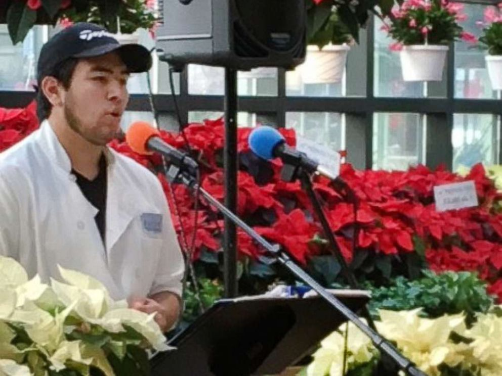 PHOTO: Gilly Assuncao, originally from Brazil, stopped customers in their tracks at Russos Farmers Market in Watertown, Massachusetts, with his beautiful rendition of O Holy Night.