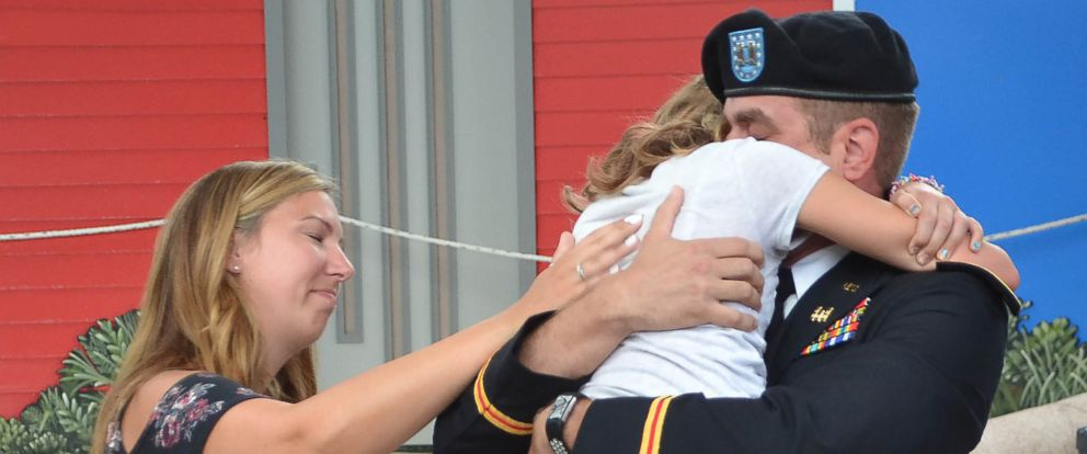 PHOTO: Capt. Josh Flury returned home from a 9-month deployment and surprised his 12-year-old daughter, Kristi, at Chicagos Brookfield Zoo.