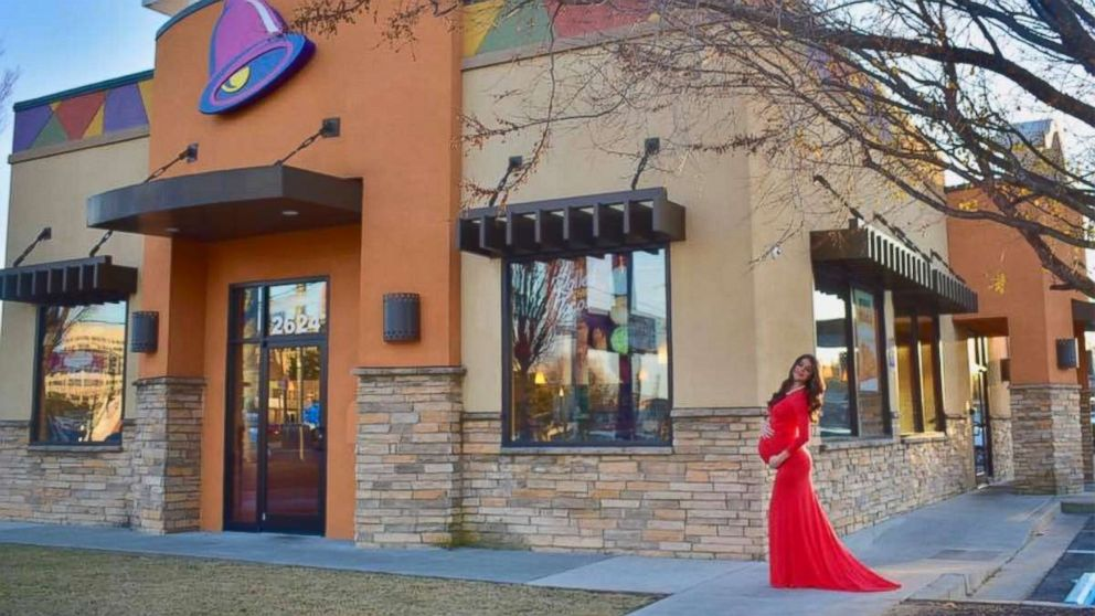 Expecting mom takes hilarious maternity photos at Taco Bell