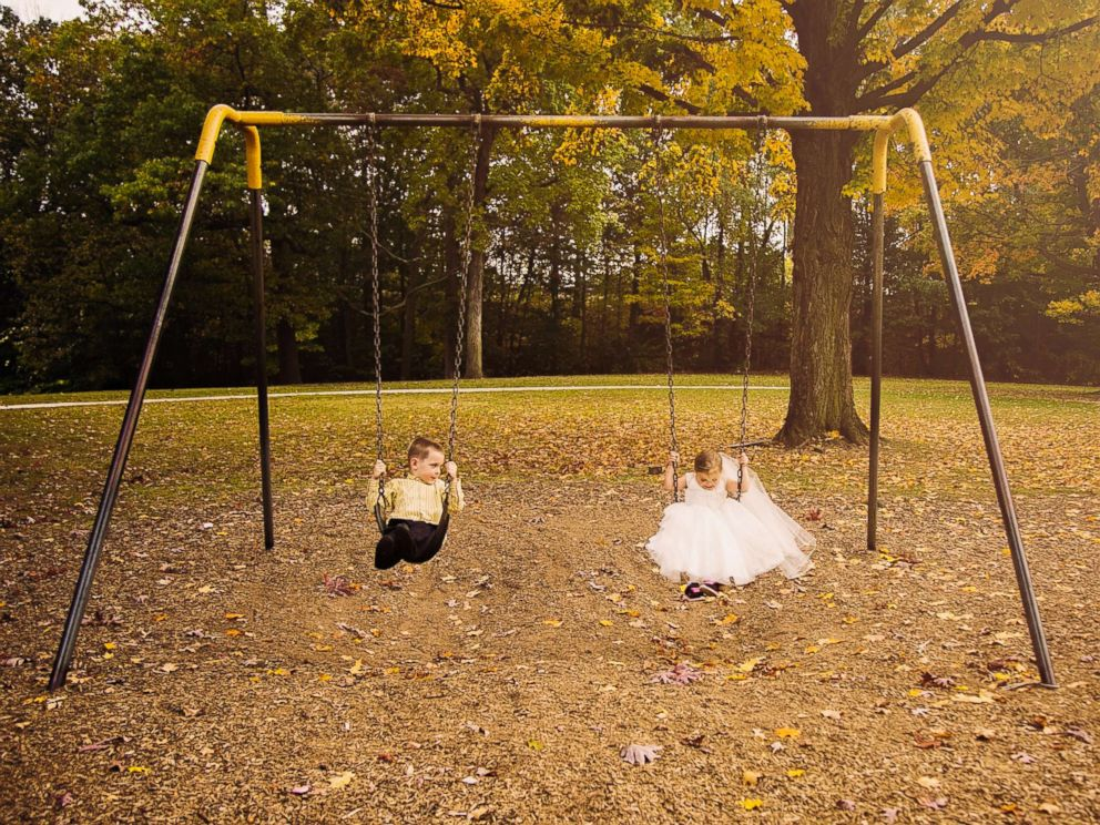 PHOTO: Hunter Laferriere, 6, and Sophia Chiappalone, 5, during their faux wedding photo shoot on Oct. 23, 2017 inside City Park in Meriden, Conn.