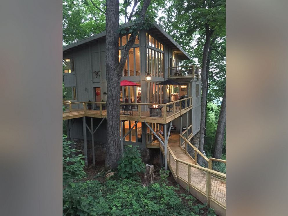 PHOTO: This upscale 6 bedroom treehouse is tucked in the mountains of Asheville, North Carolina.