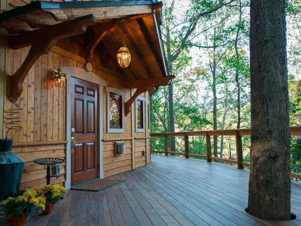 PHOTO: This charming 650 square foot tree house in Asheville, North Carolina features a breathtaking view of the mountains.