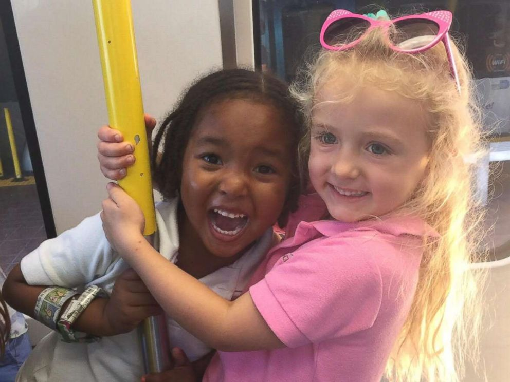 PHOTO: Good luck trying to tell these 4-year-old best friends, Zuri Copeland and Jia Sarnicola, they arent twins.