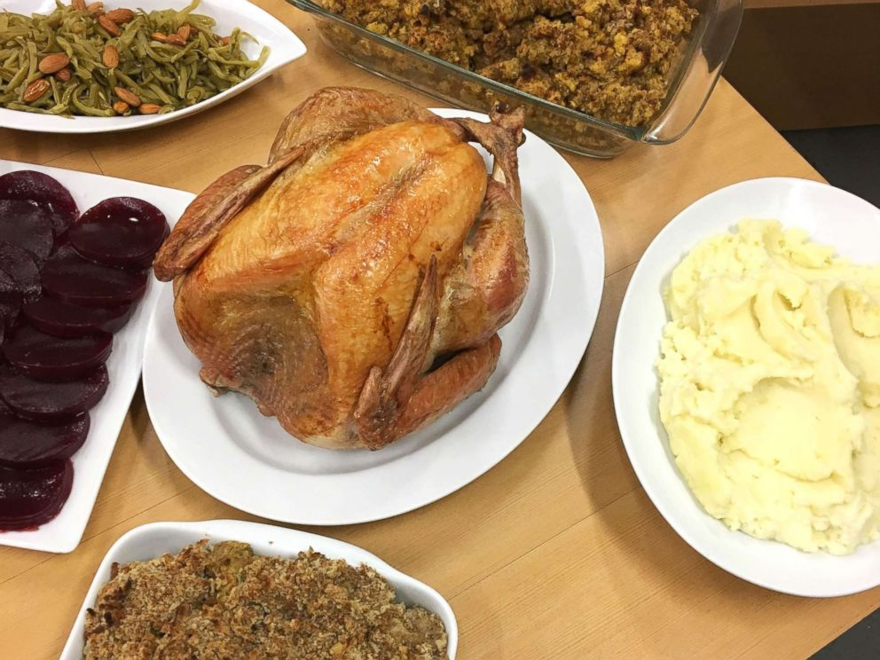 PHOTO: Good Morning America tried out a prepared meal for Thanksgiving dinner from Walmart.