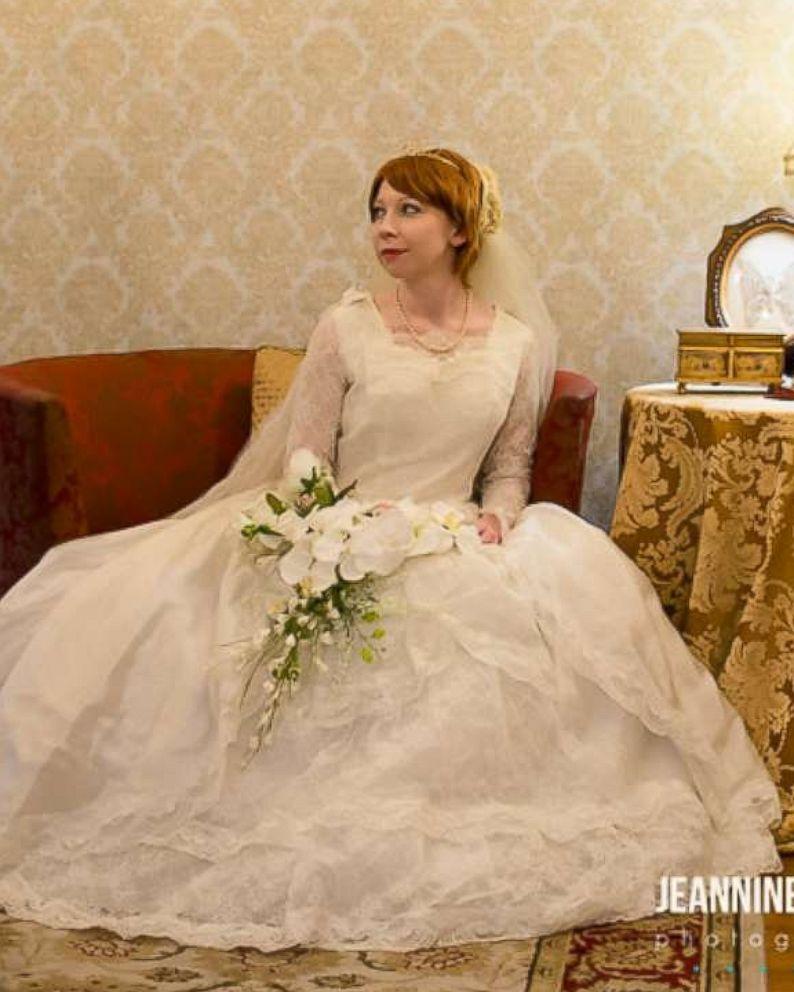 Bride wears great-grandmother\'s 1910 wedding dress in special photo ...