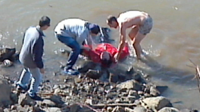 PHOTO: A passing bicyclist saved a man stranded in a river, in Portland, Ore.