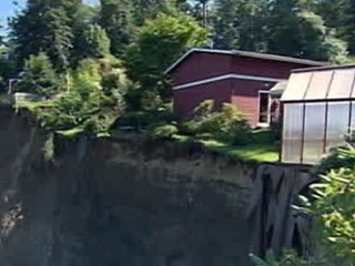Wash. Home Falling Down 200-Foot Cliff