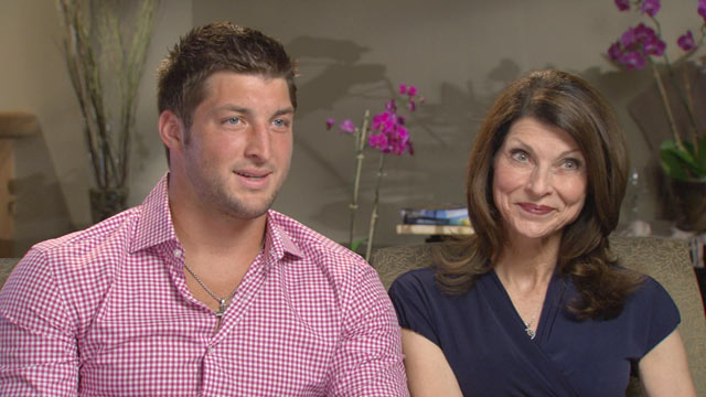 PHOTO: Tim Tebow and his mom, Pamela, talk to ABC News, Robin Roberts.