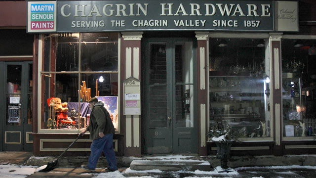 PHOTO: Rob Schwind shovels the sidewalk in front of the Chagrin Hardware in Chagrin Falls, Ohio, Jan. 21, 2012.