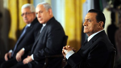 PHOTO: Egyptian President Hosni Mubarak, right, listen to U.S. President Barack Obama make a statement on Middle East peace.