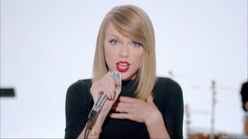 Taylor Swift Disses Haters in Shake It Off