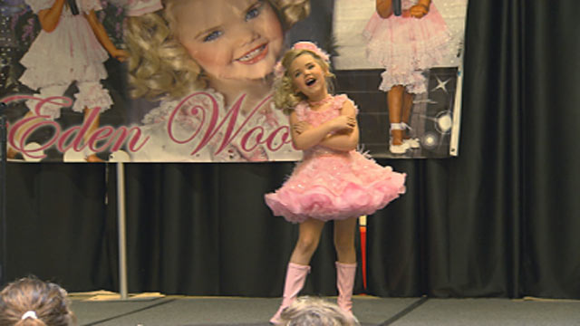 PHOTO: Eden Wood peforming in Des Moines, Iowa, during a recent tour to help launch the Toddlers and Tiaras star into a higher echelon of fame.