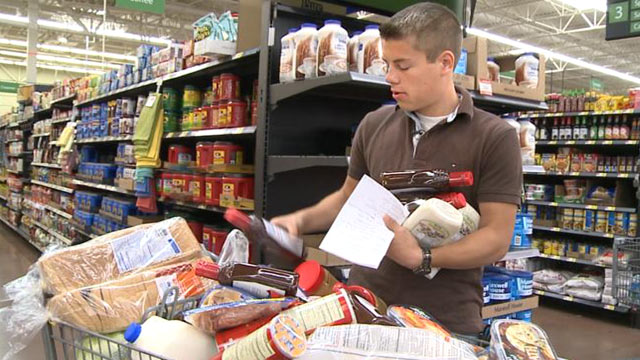 "PHOTO: Lawson, 19, is the Bates familys self-appointed grocery shopper. ""Nobody else likes to do it, and I dont mind, so it works out pretty good,"" he said."