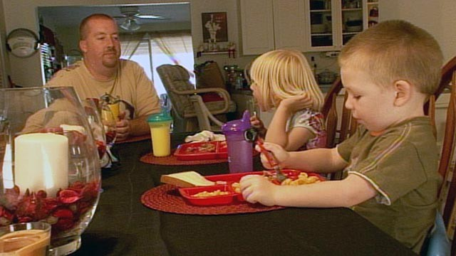 PHOTO: Because of local food pantries, Don Orange, a 35-year-old single dad from Bonita Springs, Fla., said his two kids, Abigail, 6, and Aidon, 4, have never gone hungry.