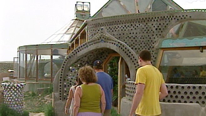 39 earthship 39 homes in the desert save owners cash abc news Construcciones ecologicas