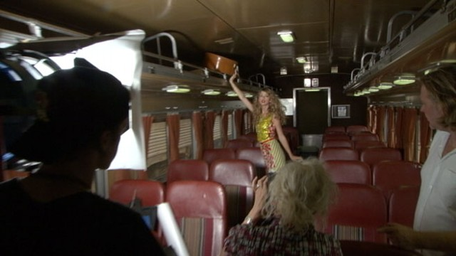 VIDEO: Taylor Swift: Glamour Cover Shoot Behind-the-Scenes