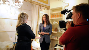 "Cynthia McFadden of ""Nightline"" visited ?The Tyra Banks Show? studios"