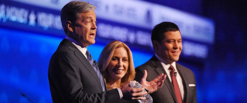 PHOTO: Debate moderators John Harwood, left, Becky Quick, center, and Carl Quintanilla take the stage during the CNBC Republican presidential debate at the University of Colorado,Oct. 28, 2015, in Boulder, Colo.