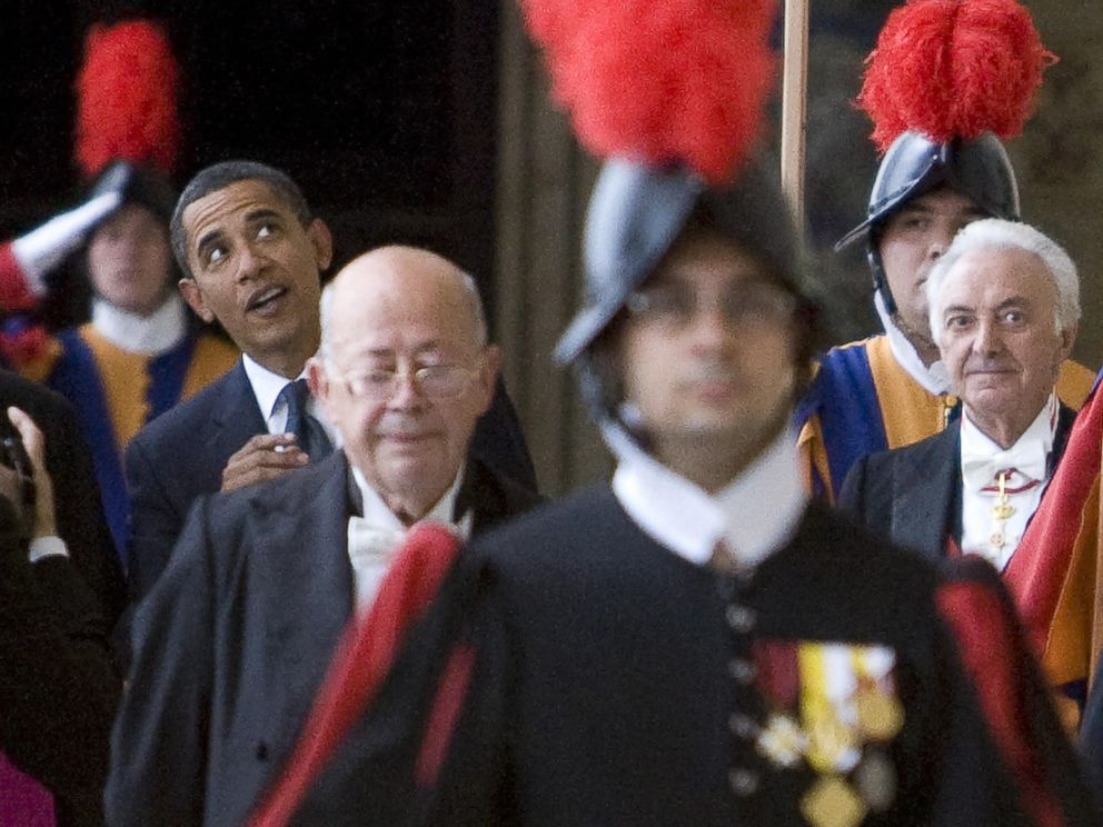 PHOTO: US President Barack Obama (back-L) looks at a artwork as he arrives for an audience with Pope Benedict XVI on July 10, 2009 at The Vatican.