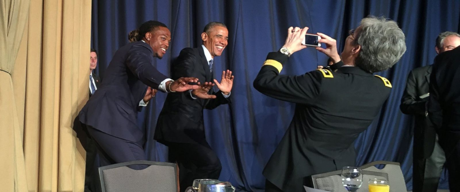 PHOTO: President Obama poses for a photo with Heisman trophy winner Derrick Henry of the University of Alabama at the National Prayer Breakfast in Washington on Thursday. on February 4,2016.